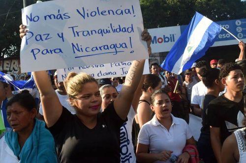 Managua, 11 jun.- Miles de nicaragüenses claman hoy por la paz en el país frente a las acciones desestabilizadoras de ciertos grupos de la derechas que pretenden, mediante la violencia, derrocar el gobierno presidido por Daniel Ortega.