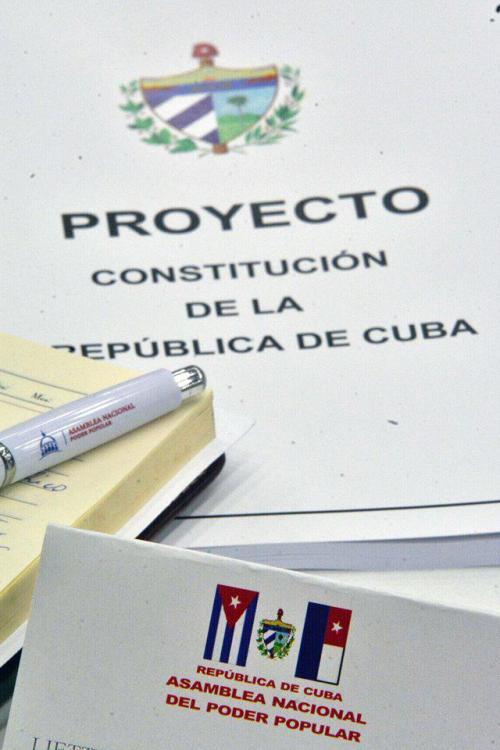 Diputados cubanos comienzan estudio del Anteproyecto de Reforma Constitucional. Foto: Tony Hernández Mena
