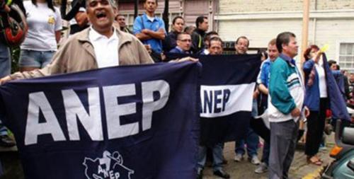 Marchan trabajadores costarricenses contra plan fiscal del gobierno