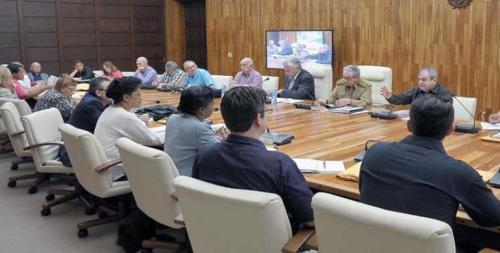 Presidida por Raúl Castro se reunió comisión redactora de proyecto constitucional cubano