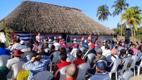 Habitantes de la comunidad rural de Las Parras acogieron al Proyecto de Trabajo Comunitario Integrado Somos Continuidad. Foto: Fermín Antonio Peña Sánchez
